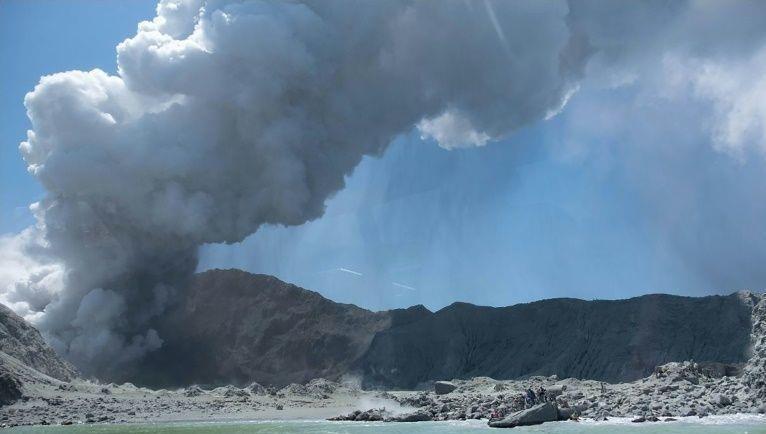 Núi lửa phun trào ở New Zealand.