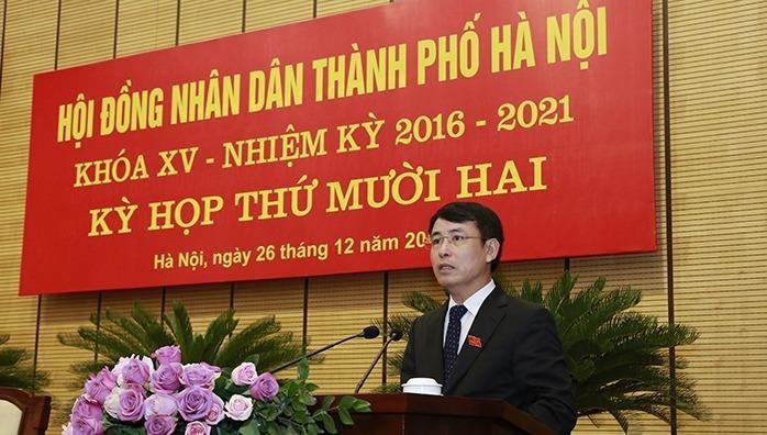 Giám đốc Sở Tài nguyên Môi trường Nguyễn Trọng Đông trình bày Tờ trình tại phiên họp