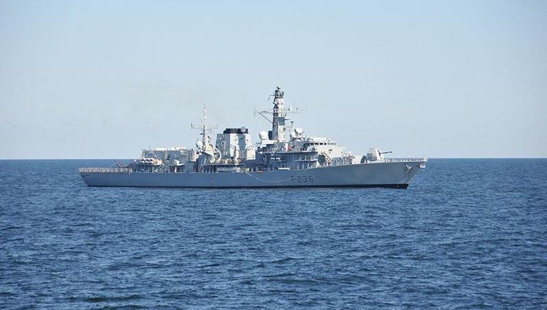 Căng thẳng leo thang, Hải quân Anh phải hộ tống tàu qua eo biển Hormuz