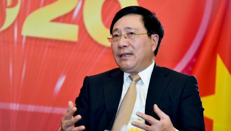 Phó Thủ tướng, Bộ trưởng Ngoại giao Phạm Bình Minh trả lời phỏng vấn báo chí.