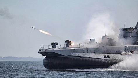 Tàu chiến Nga khoe sức mạnh vũ bão trên biển