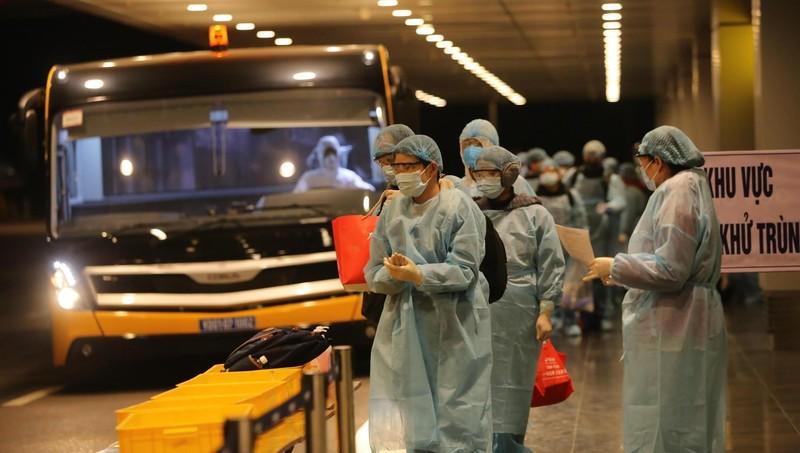 Các công dân Việt Nam được đưa về nước