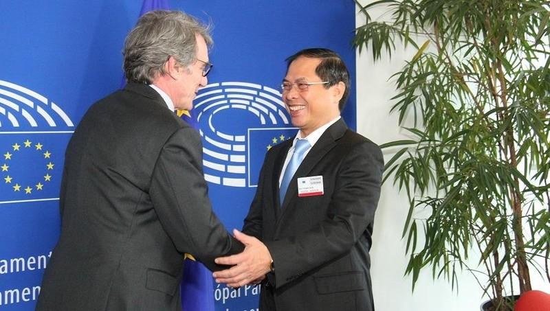 Thứ trưởng Thường trực Bộ Ngoại giao Bùi Thanh Sơn gặp Chủ tịch EP David Sassoli.