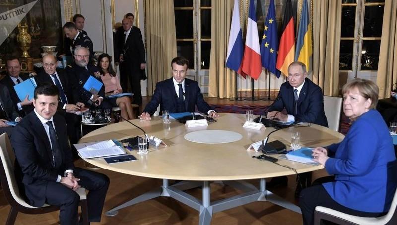 Các nhà lãnh đạo dự hội nghị thượng đỉnh nhóm Bộ tứ Normandy tại Paris, Pháp năm ngoái.