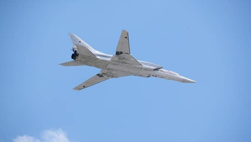 """Máy bay ném bom """"nguy hiểm chết người"""" của Nga sải cánh trên biển"""