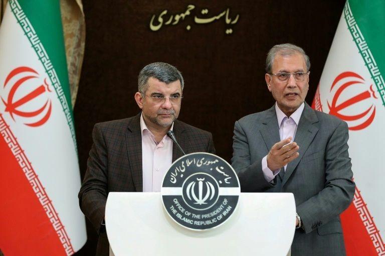 Thứ trưởng Bộ Y tế Iran Iraj Harirchi (bên trái).
