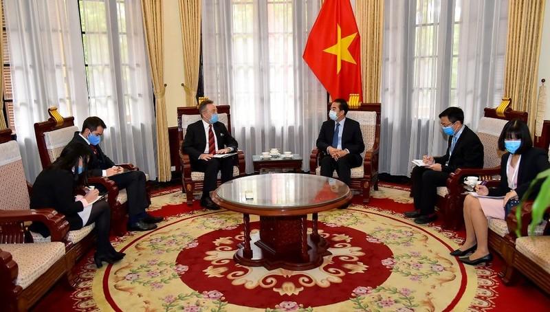 Đại sứ Séc cảm ơn y bác sỹ Việt Nam chữa khỏi bệnh Covid-19 cho 1 công dân Séc