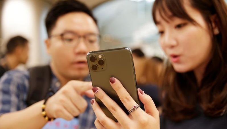 Kinh tế có dấu hiệu phục hồi, nhà bán lẻ Trung Quốc hạ giá mạnh iPhone