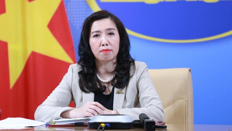 Người Phát ngôn Bộ Ngoại giao Lê Thị Thu Hằng tại họp báo.