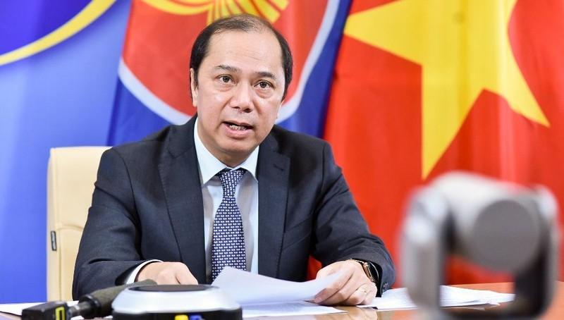 Thứ trưởng Bộ Ngoại giao Nguyễn Quốc Dũng thông tin tại họp báo.