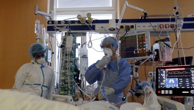 1,6 triệu người nhiễm, 100.000 người tử vong trong dịch Covid-19