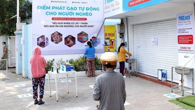 """""""ATM gạo"""" Việt Nam lên báo nước ngoài"""