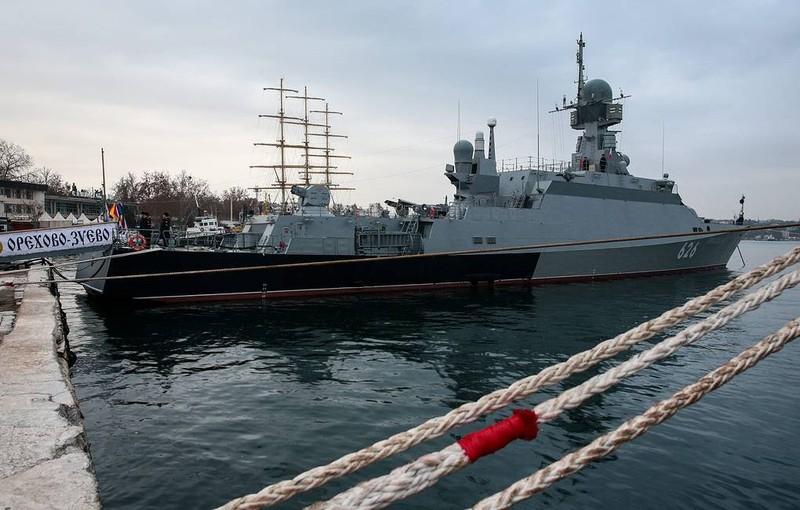 """Tàu Nga tên lửa khiến Tomahawk Mỹ """"chào thua"""" vượt Địa Trung Hải"""