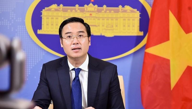 Phó phát ngôn Bộ Ngoại giao Việt Nam Ngô Toàn Thắng tại họp báo.