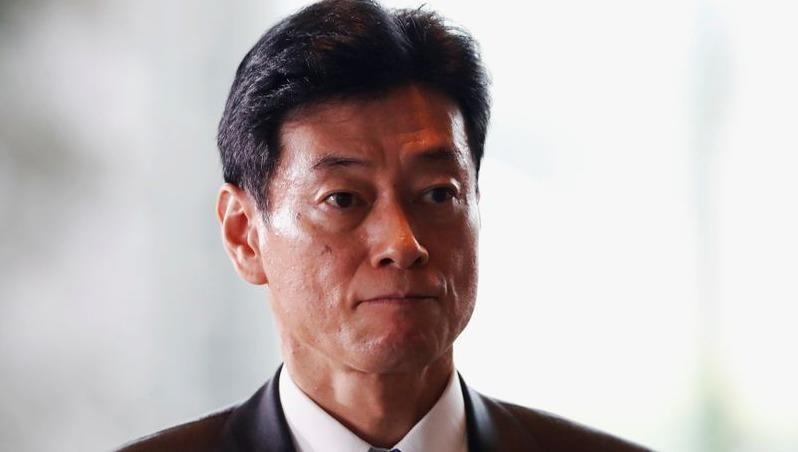 Bộ trưởng Nhật làm việc ở nhà vì tiếp xúc với nhân viên nhiễm Covid-19
