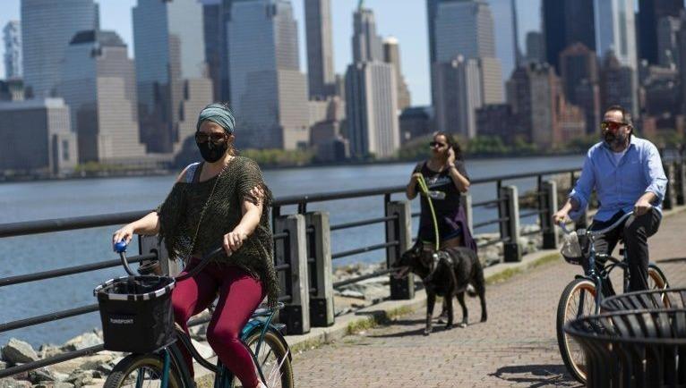 Bang New York, Mỹ phạt nhiều người vi phạm quy định về giãn cách xã hội