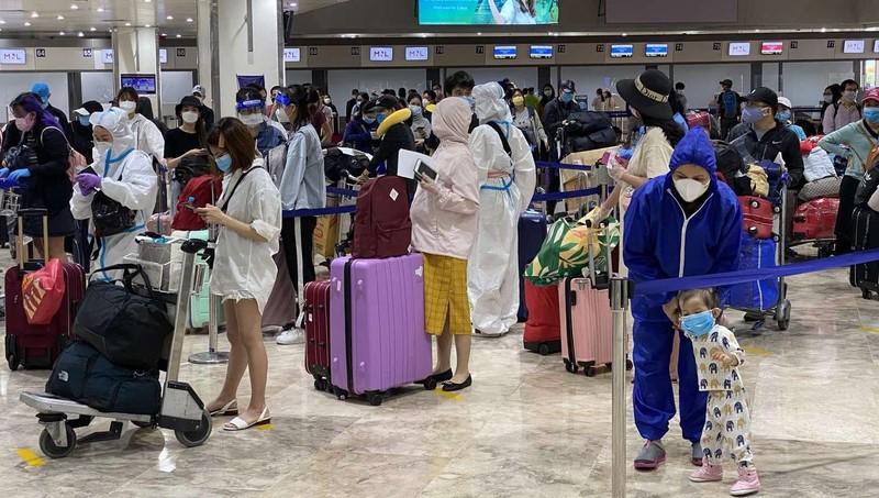 Đưa gần 200 công dân Việt Nam từ Philippines về nước