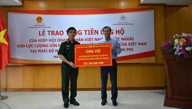 Trao tiền ủng hộ lực lượng gìn giữ hòa bình của Việt Nam tại Nam Sudan, Trung Phi