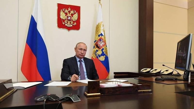 Tổng thống Nga Putin bất ngờ tái xuất ở Điện Kremlin