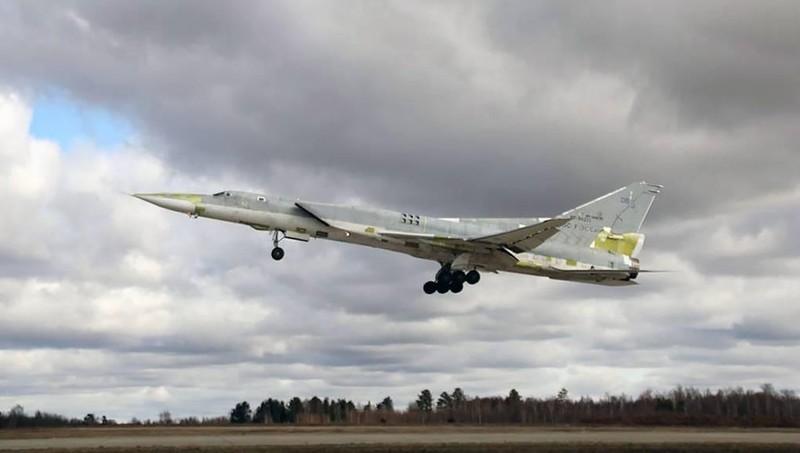 """Nga thử nguyên mẫu thứ 2 của máy bay ném bom mang tên lửa """"đe dọa cả đội tàu sân bay"""""""