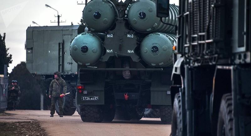 Hệ thống tên lửa đất đối không S-400 Triumf của Nga.