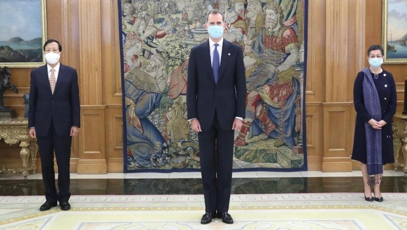 Hình ảnh tại lễ trình quốc thư.