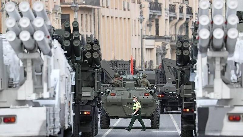 """Nga mang tên lửa đất đối không """"uy lực nhất thế giới"""" ra trình diễn"""