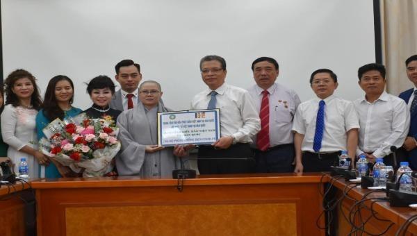 Tiếp nhận vật tư y tế hỗ trợ kiều bào Việt Nam tại Hàn Quốc chống dịch Covid-19