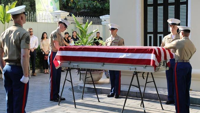 Phía Mỹ tiếp nhận hài cốt quân nhân Mỹ mất tích trong chiến tranh ở Việt Nam. Ảnh: BQP