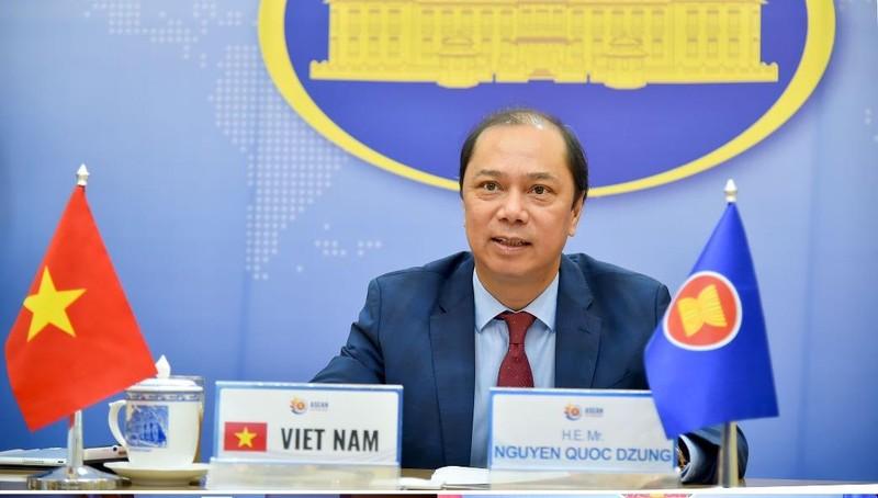Thứ trưởng Nguyễn Quốc Dũng dự đối thoại.