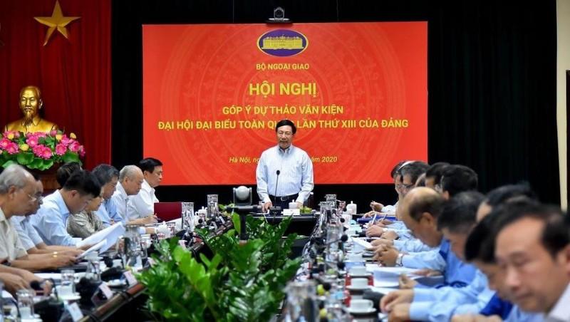 Phó Thủ tướng Chính phủ, Bộ trưởng Bộ Ngoại giao Phạm Bình Minh chủ trì Hội nghị của Bộ Ngoại giao góp ý dự thảo văn kiện Đại hội đại biểu toàn quốc lần thứ XIII của Đảng mới đây