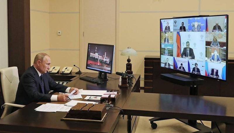 Tổng thống Nga Putin tuyên bố bất ngờ về vaccine phòng Covid-19
