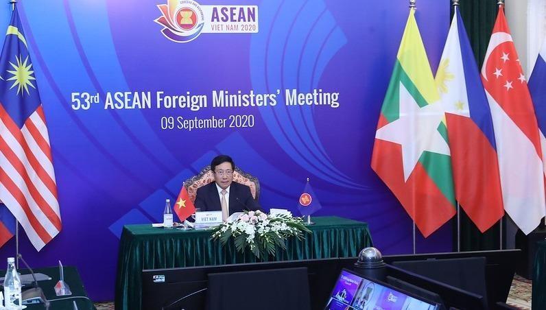 Phó Thủ tướng, Bộ trưởng Ngoại giao Phạm Bình Minh chủ trì hội nghị.