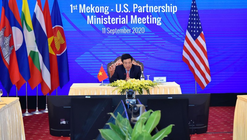Phó Thủ tướng, Bộ trưởng Ngoại giao Phạm Bình Minh đồng chủ trì hội nghị.