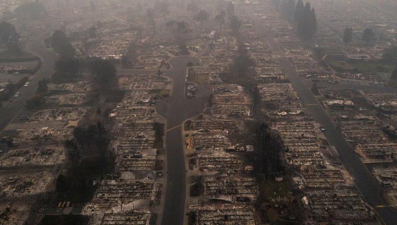Cảnh tượng tan hoang do  cháy rừng ở Mỹ.