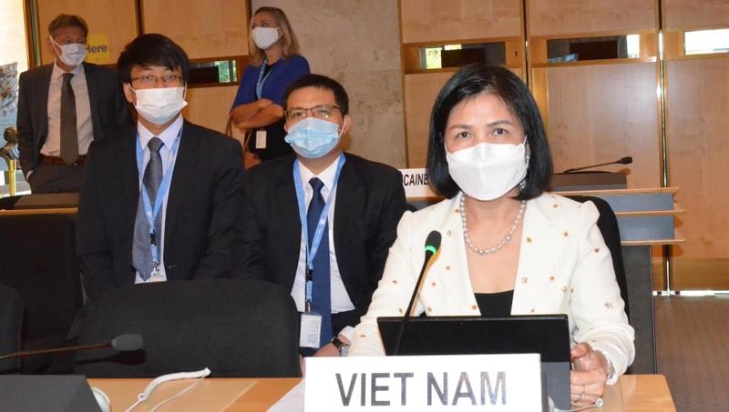 Đại sứ Lê Thị Tuyết Mai và đại diện phái đoàn tại phiên khai mạc Khóa họp thường kỳ lần thứ 45 Hội đồng Nhân quyền Liên hợp quốc.