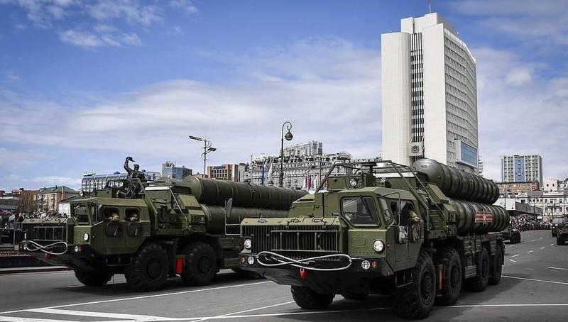 Hệ thống tên lửa đất đối không S-400 của Nga.