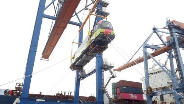 Đoàn tàu đầu tiên trong số 10 đoàn tàu của tuyến metro số 3 của Hà Nội về tới Hải Phòng.