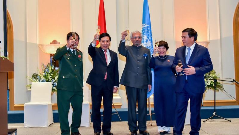 Phó Thủ tướng, Bộ trưởng Ngoại giao Phạm Bình Minh dự buổi chiêu đãi.