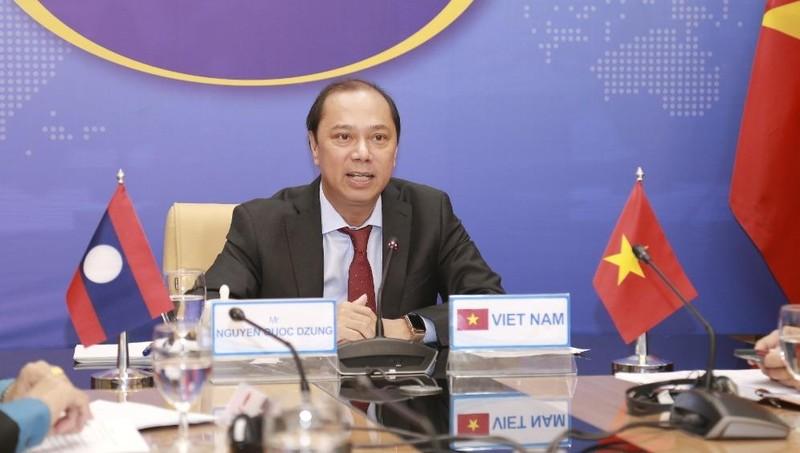 Thứ trưởng Nguyễn Quốc Dũng đồng chủ trì cuộc Tham khảo.