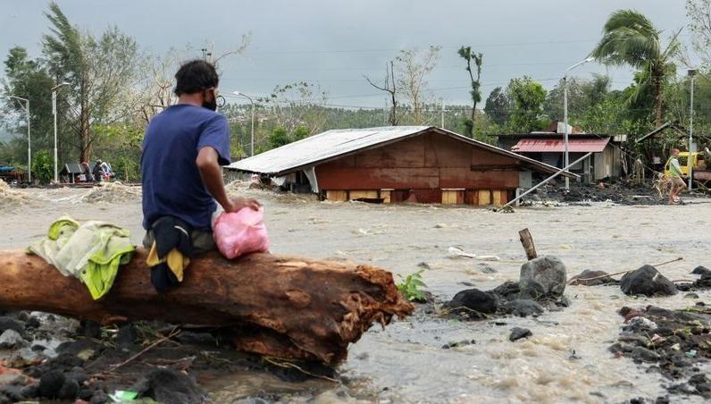 Tổng thống Philippines thị sát khu vực ảnh hưởng bởi bão Goni