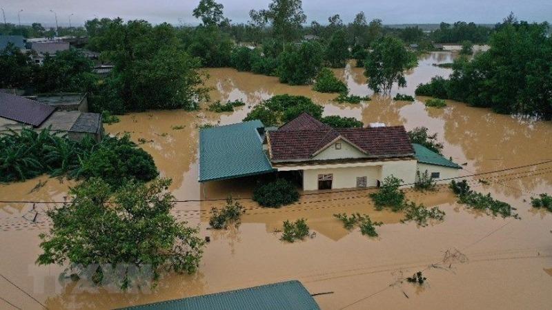 Mưa lớn và lũ lụt gây thiệt hại nghiêm trọng về người và tài sản tại nhiều tỉnh miền Trung.