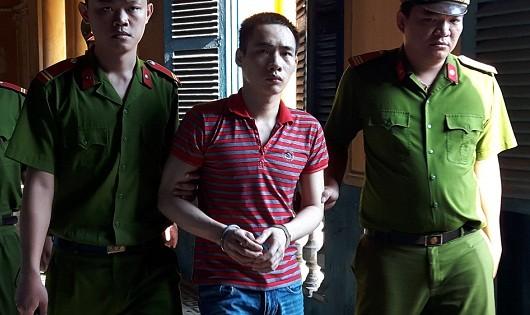 Dẫn giải bị cáo Lò Văn Phóng.
