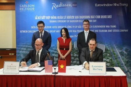 Eurowindow Nha Trang ký hợp đồng quản lý khách sạn với Carlson Rezidor Hotel Group