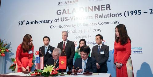 Trong sự kiện này cũng diễn ra Lễ ký kết giữa Bộ y tế và Đại diện Hội đồng Kinh doanh Hoa Kỳ - ASEAN về hợp tác song phương tăng cường chăm sóc y tế - sức khỏe ở Việt Nam.