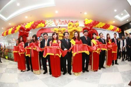 Vincom rầm rộ khai trương 3 trung tâm thương mại mới