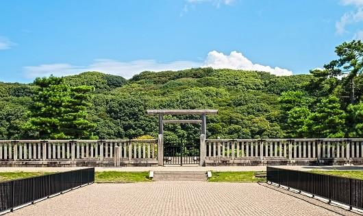 Cổng vào chính của Lăng gò mộ Thiên hoàng Nintoku