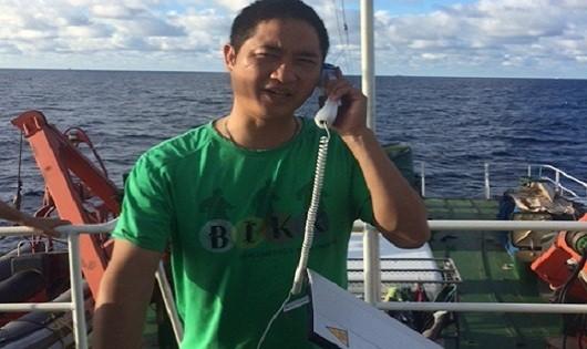 Phóng viên Vĩnh Lộc lúc tác nghiệp nơi vùng biển mà Trung Quốc cho hạ đặt giàn khoan trái phép.