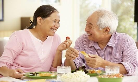 """""""Bí quyết"""" bỏ túi giúp người cao tuổi sống vui khỏe"""