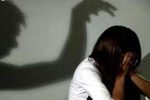 Kinh hoàng thái độ thờ ơ của cha mẹ khi con bị lạm dụng tình dục